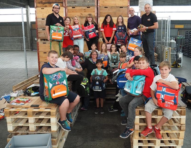 Helfen macht Schule: Die Theks sind gepackt!
